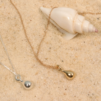 PEN11 Silver necklace with silver teardrop pendant